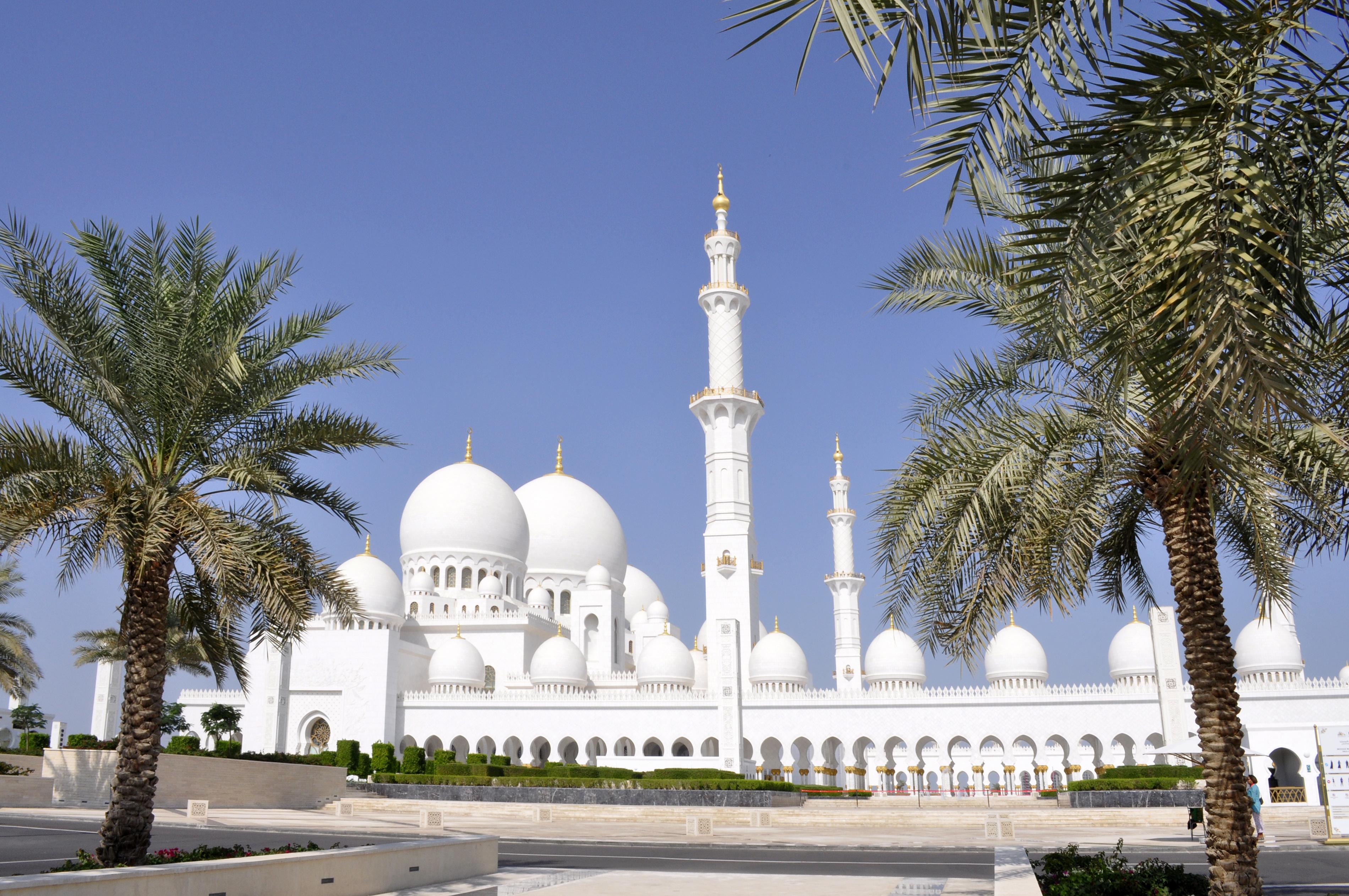 Abu-Dhabi-la-grande-moschea-di-Sheikh-Zayed